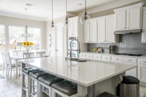 Comment installer la plomberie d'un îlot central de cuisine ?